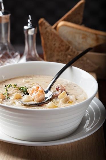 Ресторан Tribeca - фотография 12 - Суп чаудер с морепродуктами 380 рублей