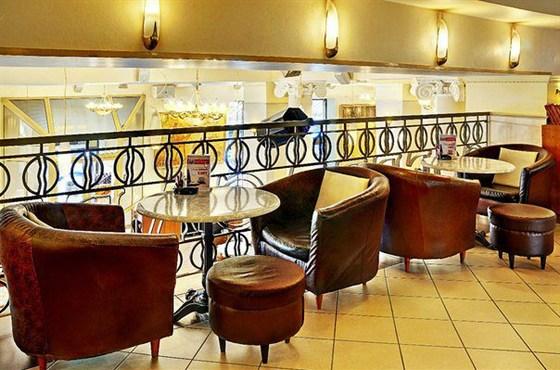 Ресторан Grand Café - фотография 5 - Зал на втором этаже до 60 мест