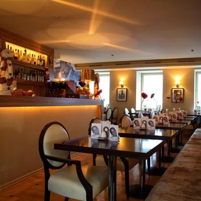Ресторан Mi piace - фотография 4 - 1 этаж. Зал для курящих