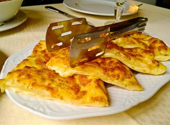 Ресторан Хинкальная на Неглинной - фотография 10 - Хачапури