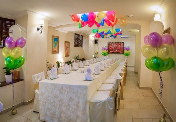 Ресторан Da Pino - фотография 12 - Банкетный зал в ресторане. Идеально подойдет для детского праздника, дня рождения, свадьбы или семейного торжества!