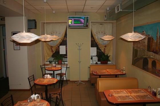 Ресторан Волшебный вкус - фотография 2 - Зал для курящих