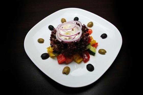 Ресторан Felice - фотография 8 - Салат Греческий 240 рублей