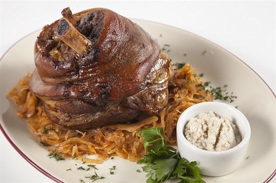 Ресторан Гриль-хофф - фотография 7 - Свиная рулька томленная с пряными травами