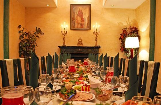 """Ресторан Купец Смирнов - фотография 2 - """"Вип зал"""" ресторана. Отдельный вход, своя туалетная комната, камин, караоке, до 20 гостей."""