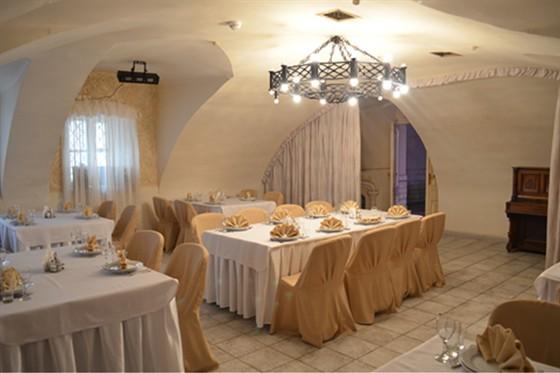 Ресторан Табурет - фотография 4 - Белый Зал