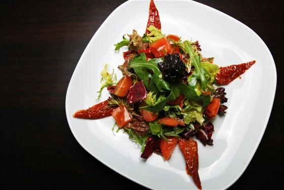 Ресторан Felice - фотография 9 - Салат Иль Помидоро 250 руб