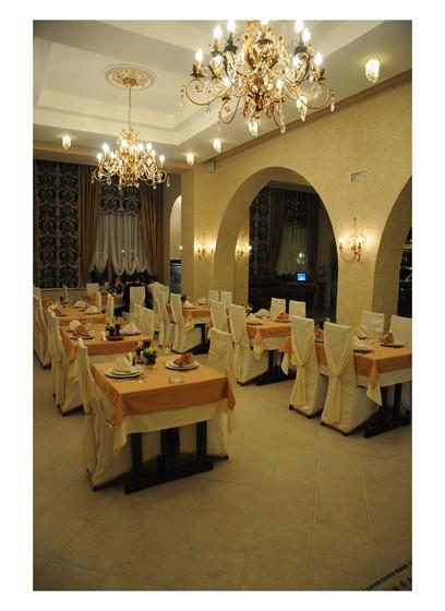 Ресторан У Эдуарда - фотография 1 - Большой зал