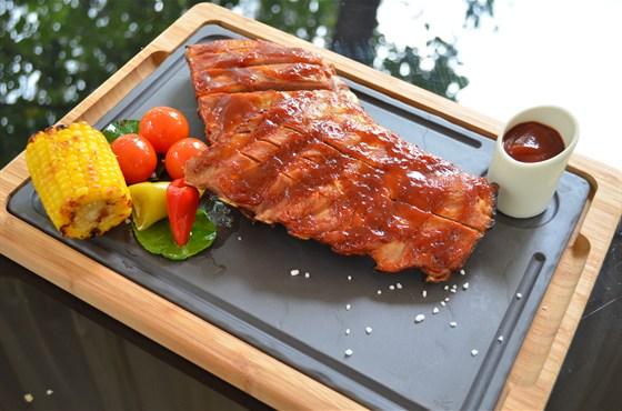 Ресторан Биргарден - фотография 11 - Рёбра Барбекю в новом гриль-меню