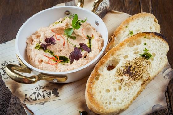 Ресторан Dandy Café - фотография 10 - Новое меню DandyCafebyArtemKorolev. паштет из лосося домашнего копчения