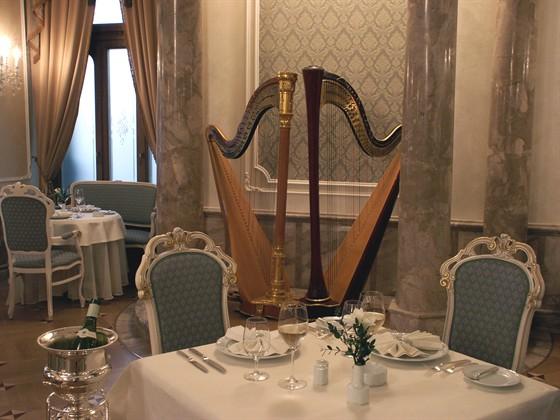 Ресторан Ривьера - фотография 4 - Основной зал ресторана