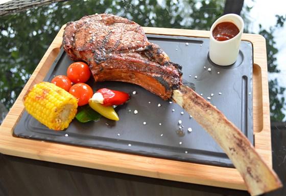 """Ресторан Биргарден - фотография 9 - Стейк """"Томагавк"""" весом 1,1 кг в новом гриль-меню"""