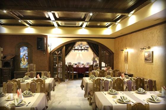 Ресторан Портос - фотография 9 - И самое главное: наше заведение – праздник для настоящих гурманов. В нашем меню представлен огромный выбор блюд, начиная от классической европейской и русской кухни и заканчивая французскими кулинарными шедеврами прошлых веков.
