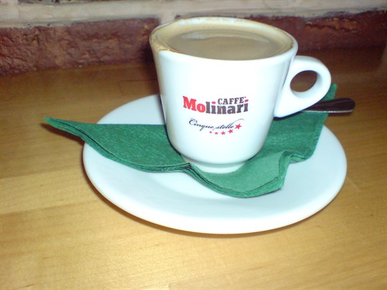 """Ресторан Пиццбург - фотография 4 - Наконец-то я разъяснил ихний кофеин- это Молинаре. Марочка третьего эшелона и очень средней паршивости, но по бедности вполне сносная. К тому же аццкая змезь """"три в одном"""" меня совсем не вставляет:"""