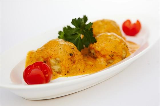 Ресторан Studio Basmati - фотография 14 - Malai Kofta (сырно-картофельные шарики в сливочном соусе)