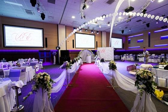 Ресторан Volga Hall - фотография 1 - Оформленные залы