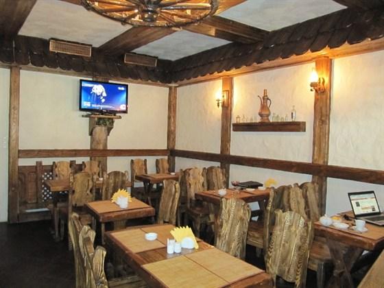 Ресторан Хинкали - фотография 2 - Столики хинкальной на Маросейке