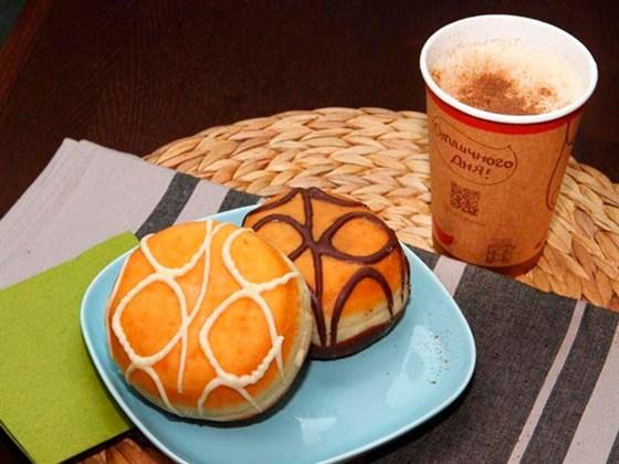 Ресторан Coffee and the City - фотография 3 - Кофе и донаты из меню кофейни