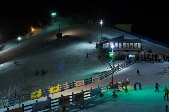 Ресторан Шале - фотография 4 - Вид из окна на горнолыжный склон.