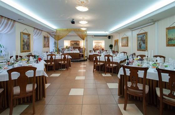 Ресторан Veritas - фотография 2 - Зал на 70 гостей