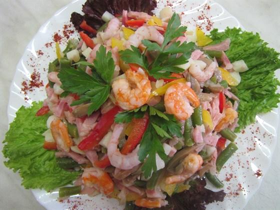 Ресторан Медео - фотография 11 - фирменый салат медео