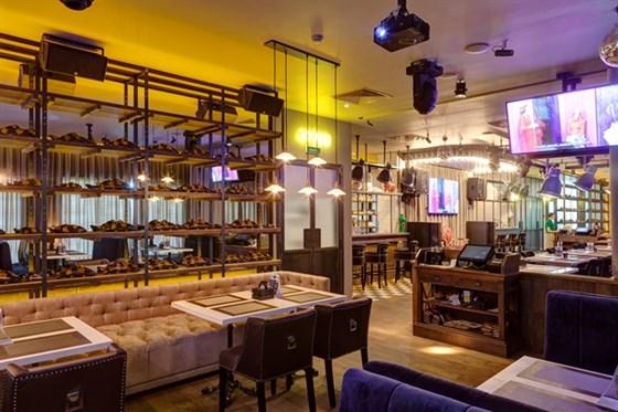 Ресторан Bar-in - фотография 7 - Основной зал BAR-IN