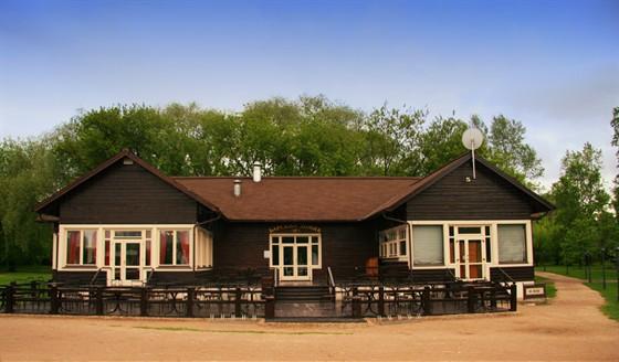 Ресторан Поместье - фотография 18 - Барский домик летом