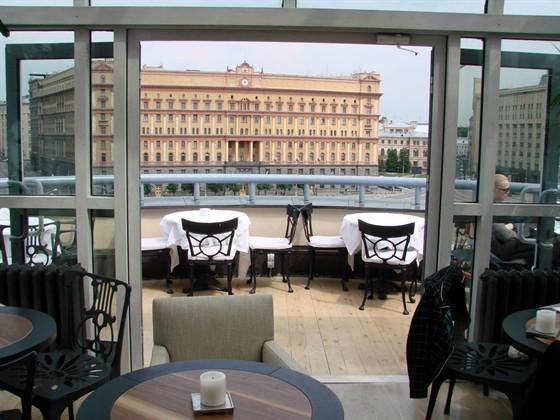 Ресторан Loft - фотография 3 - Вид с 5 этажа на здание КГБ.