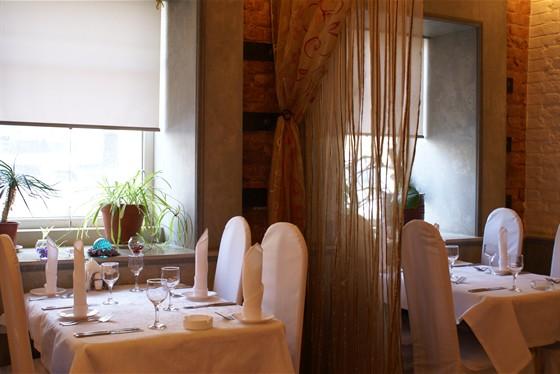 Ресторан Улица разбитых фонарей - фотография 1 - Первый этаж ресторана