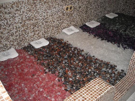 Ресторан Хитоми - фотография 6 - Сауна из полудрагоценных камней вулканического происхождения