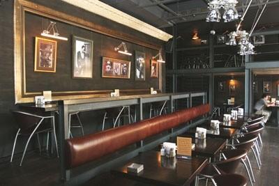 Ресторан 317 - фотография 7 - Первый этаж кафе.