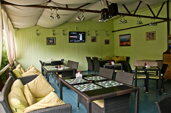 Ресторан Da Pino - фотография 14 - Летняя веранда с системой туманного охлаждения! Здесь не будет жарко даже при 30 градусной жаре.