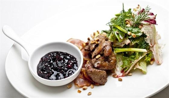 Ресторан Grace Bar - фотография 2 - Теплый салат с нежной печенью цыпленка