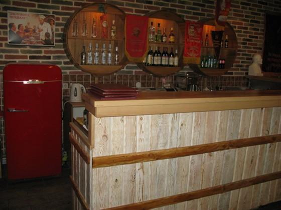 Ресторан СССР - фотография 2 - Как войдёшь - сразу упираешься вот в эту барную стойку.