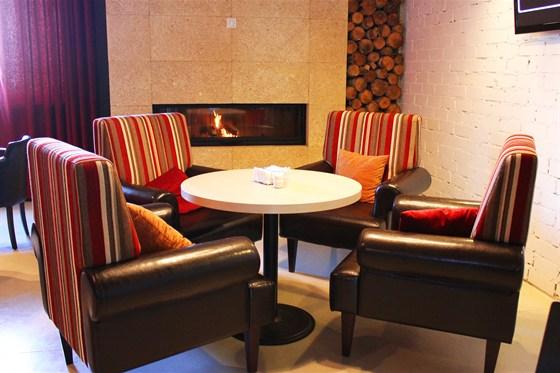 Ресторан Маруся - фотография 4 - уютная  приватная зона с настоящим камином и дровами!