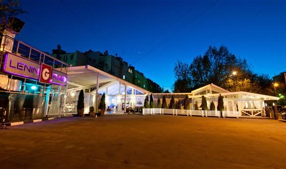 Ресторан Leningrad - фотография 10 - Парковка