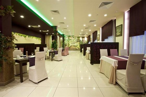 Ресторан Виноградник - фотография 8 - Малый зал
