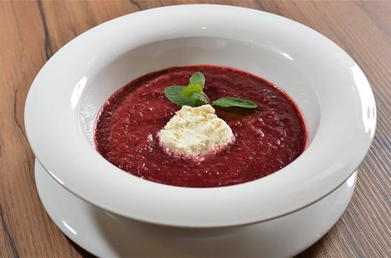 Ресторан Saperavi Café - фотография 17 - вишневый суп с киндзой с надуги. суп не сладкий, но очень вкусный!