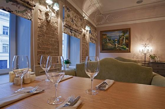 Ресторан Venerdi - фотография 8 - Зал для курящих на 2-ом этаже