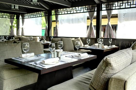 Ресторан Andiamo - фотография 12 - Летняя веранда/ Японская беседка