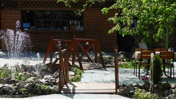 Ресторан Ла мезон - фотография 6 - Летняя терраса.