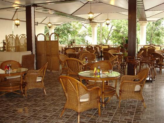 Ресторан Дюшес - фотография 9 - Летняя веранда