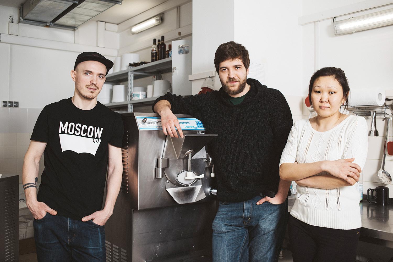 Команда «Айскейк»: основатель Алексей Королев, его партнер Андрей Батадеев, который занимается продажами, и единственный наемный работник Изольда Виноградова