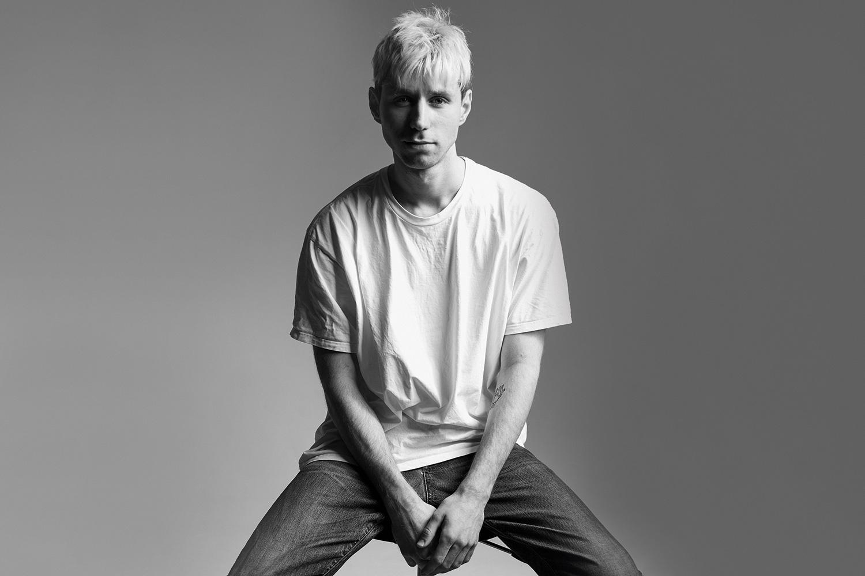 Прежде чем стать старшим редактором моды в журнале Interview, Александр Зубрилин поработал в числе прочего менеджером шоу-рума H&M и креативным директором онлайн-магазина Trends Brands