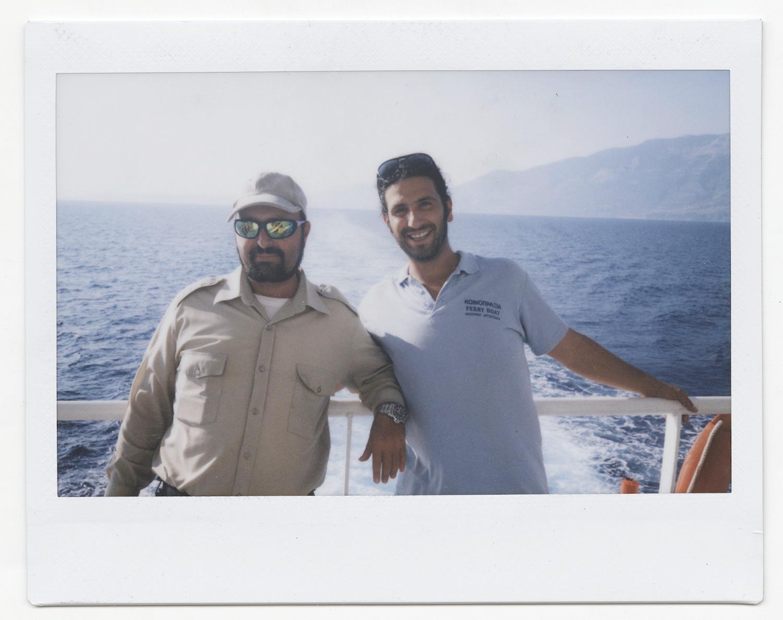 Дон и Ангелос, капитан парома и его помощник: «В стране очень много проблем, хотя у нас есть работа и все будет хорошо. Паромы будут плавать и дальше. Но мы за то, чтобы выйти из Евросоюза»
