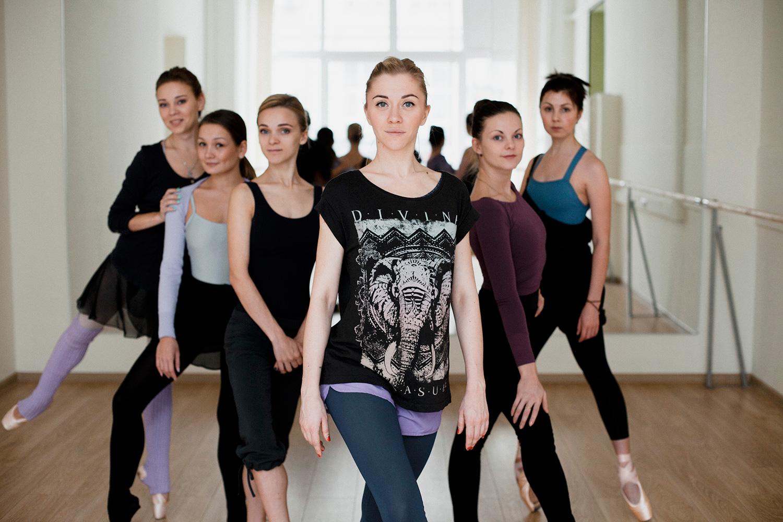 Татьяна Лебедева (в центре) и ее балерины