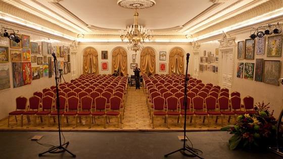 Театр комедии им. Раневской