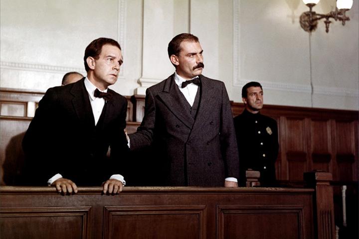 «Сакко и Ванцетти» (1971) Джулиано Монтальдо —хроника судебного процесса над двумя иммигрантами-анархистами, проходившего в городе Плимут в 1921 году и закончившегося казнью обвиняемых на электрическом стуле.