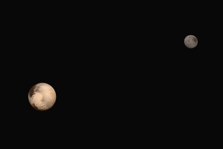 Снимок New Horizons с Плутоном и его спутником Хароном
