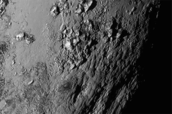 Ледяные горы на поверхности Плутона
